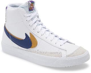 Nike Boy's Blazer Mid '77 Se Sneaker, Size 3.5 M - White
